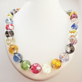 Collier de perles de fleurs