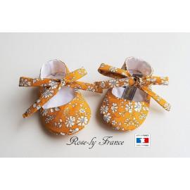 Chaussons bébé ballerines en coton liberty Capel Moutarde