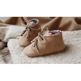 Chaussons bébé lainage beige et liberty rouge