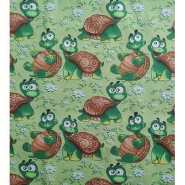 Tissu coton - Tortue verte et marron (gros motifs) sur fond vert clair - Oeko-Tex