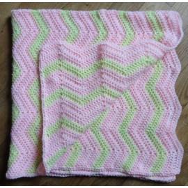 couverture verte et rose pour bébé