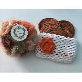 box cadeau bien être : fleur de douche, disques démaquillants, filet de lavage