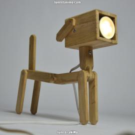 DOG // Lampe design articulée en bois en forme de chien.