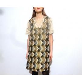 Robe dorée trapèze à grand col en V imprimé géométrique LOUISA