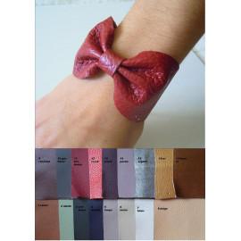 Bracelet noeud papillon cuir femme, gourmette noeud papillon personnalisable.