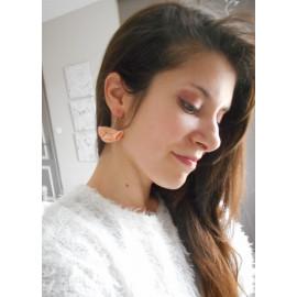 Boucles d'oreilles franges, éventails de cuir nude, bijou pompons mariage