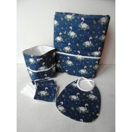 Cadeau de naissance thème les cygnes, coffret naissance bleu et blanc