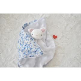 Doudou plat chat blanc et fleurs Liberty® en coton bio, peluche lapin,fait main, peluche, cadeau naissance, batpeme,