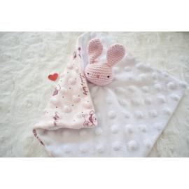 Doudou bebe lapin coton bio fait main pour séance photo naissance