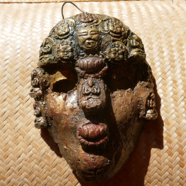 Masque cérémoniel composés des divinités d'argile TsaTsas