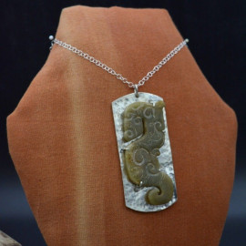 Pendentif - Dragon de jade sur fond d'argent