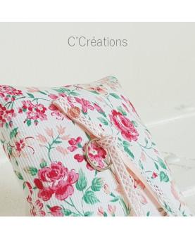Coussin alliances mariage - Flora - en piqué de coton fleuri, ruban de satin et dentelle