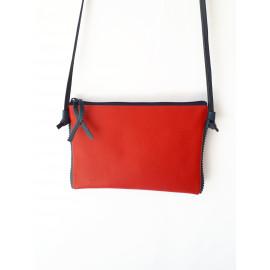 Pochette en cuir rouge et bleu