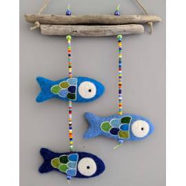 Mobile bébé, bois flotté et poissons en laine cardée feutrée à l'aiguille. décoration à suspendre