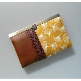 Portefeuille, compagnon en simili cuir marron et coton jaune moutarde motif ginko