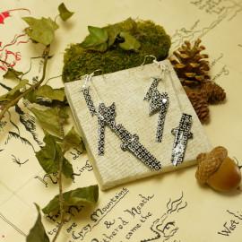 Boucles d'oreilles Armes – Collection «Terre du Milieu» - Bijou littéraire en papier plié