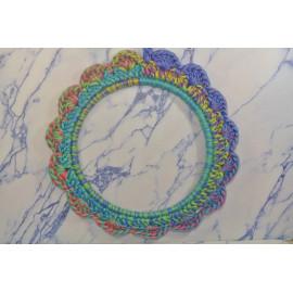 Cadre rond multicolor crocheté