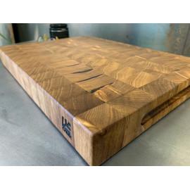 Planche à découper en bois debout !